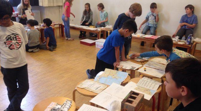 """""""Auf Spurensuche"""", Kunstausstellung der Klasse 4b"""