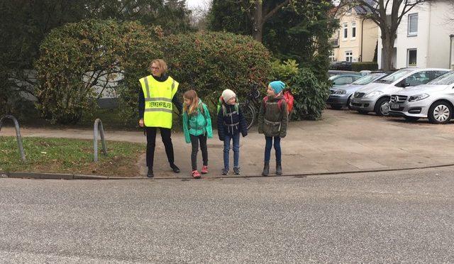 Verkehrssicherheit auf dem Schulweg –  Elternlotsen